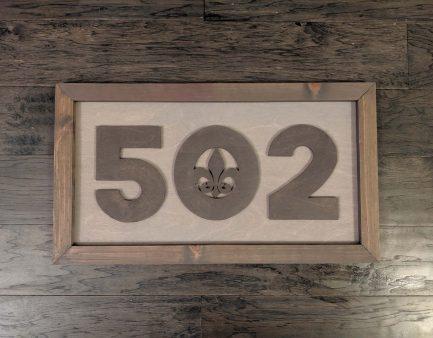 502-fleur-de-lis-sign